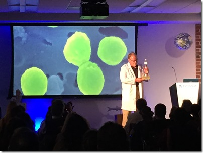 Jonathan Knowles showing live Prochlorococcus